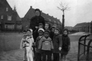 Groepsfoto op hoek Lammenschansweg - Zeemanlaan 1940